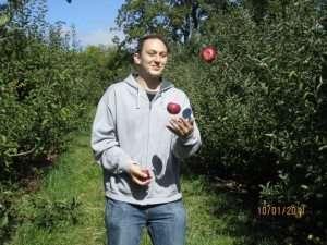 juggling apples